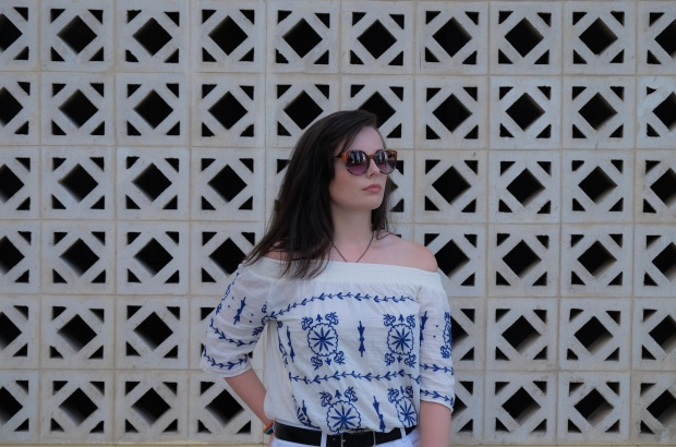 White off the shoulder top, blogger, summer style 2017